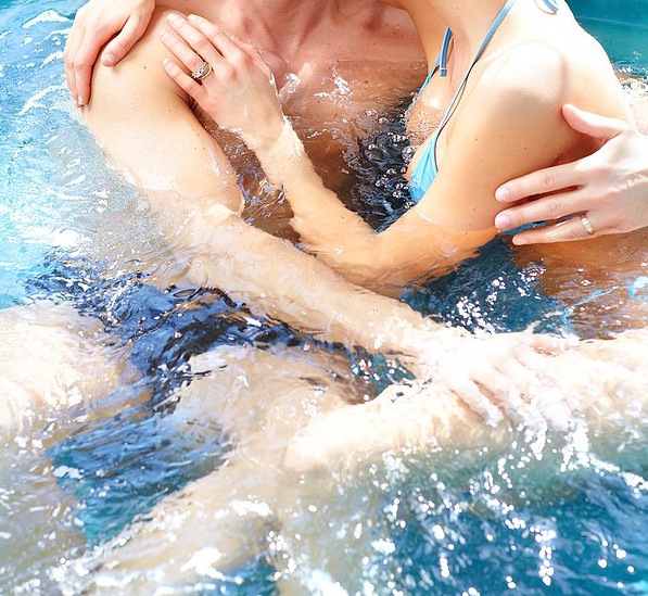 bigstock_young_loving_couple_face-to-face-in-hot-tuba